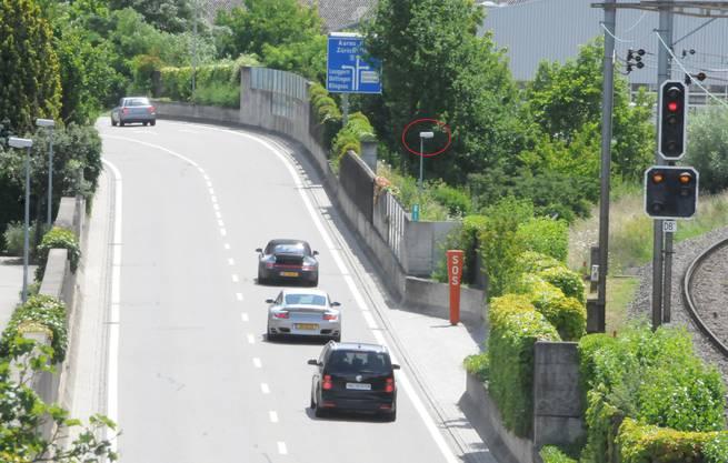 Der Fundort liegt neben der Umfahrungsstrasse, die am Klingnauer Städtchen vorbeiführt. Der Grenzübergang Koblenz-Waldshut ist nur 4,5 Kilometer entfernt.