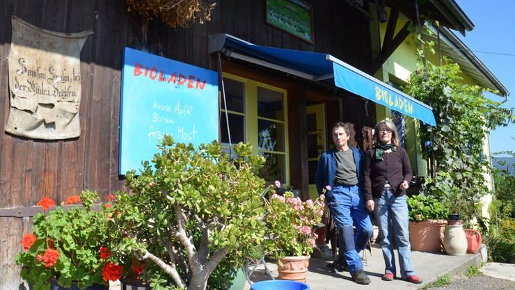 Samuel Spahn und Anita Lê Spahn vor ihrem Biohofladen