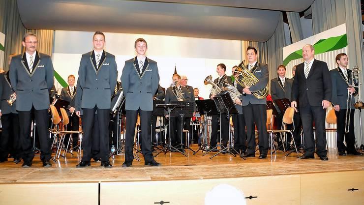 Die Mitglieder des Musikvereins Herbetswil präsentierten stolz ihre neue Uniform.