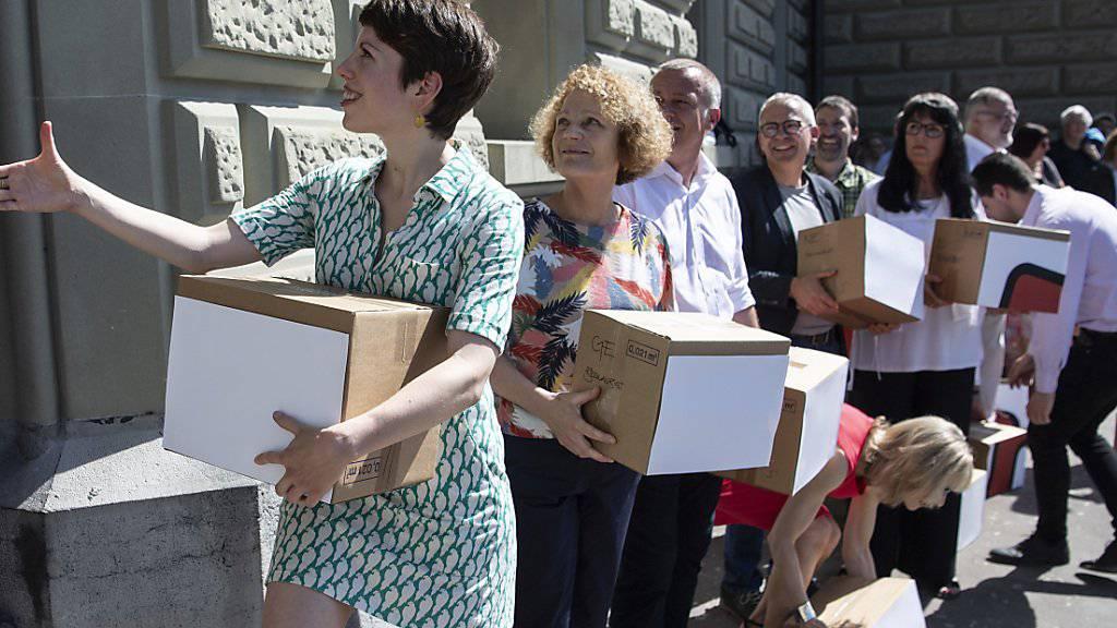 Über 134'000 Unterschriften sind für die sogenannte Korrektur-Initiative zusammengekommen, welche Waffenexporte in Bürgerkriegsländer verhindern will.