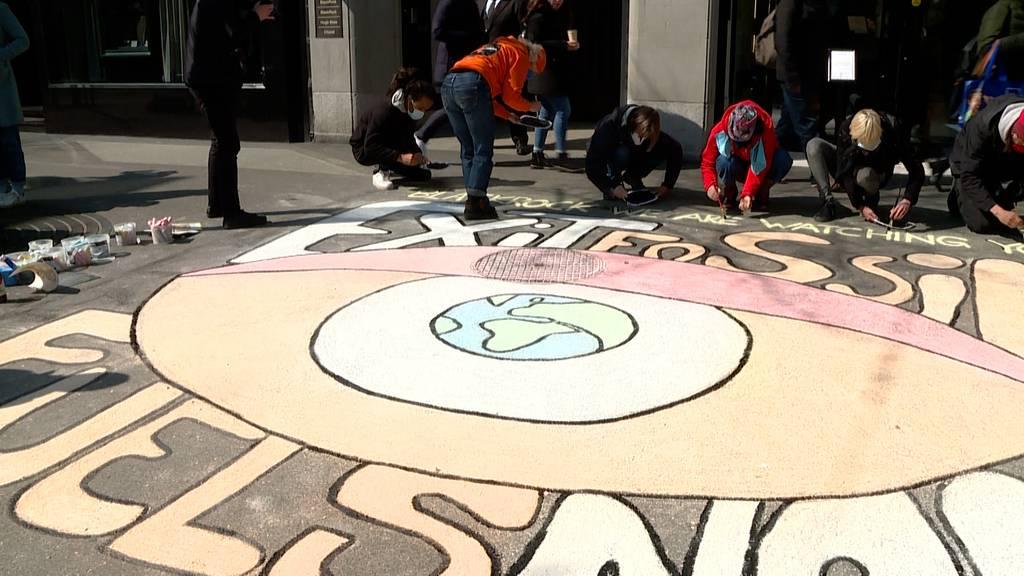 «All Eyes on BlackRock»: Klimaaktivisten fordern Einhaltung von Klimaversprechen