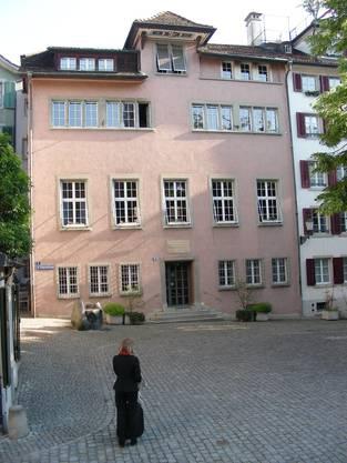 Das Lavaterhaus von der St.-Peter-Hofstatt aus