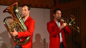 Der «Tuba-König» Markus Hauenstein (links) aus Endingen verblüffte mit seinem Tuba-Solo. Rechts: Joachim Tanner, Posaune. TAB