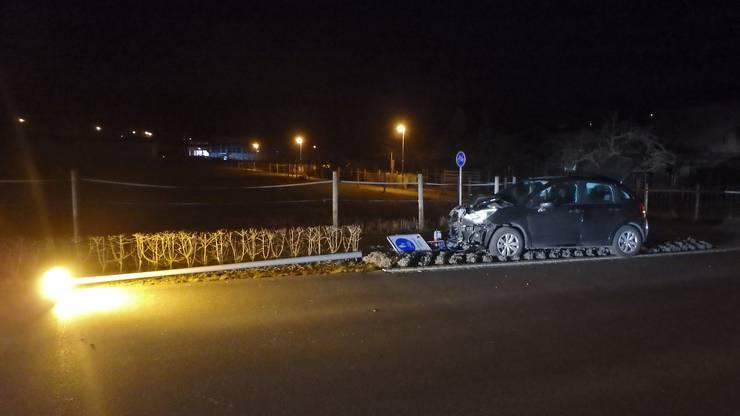 Es wurde niemand verletzt. Der entstandene Sachschaden an der Strassenlampe wird auf 15'000 Franken geschätzt. Am Citroën entstand Totalschaden.
