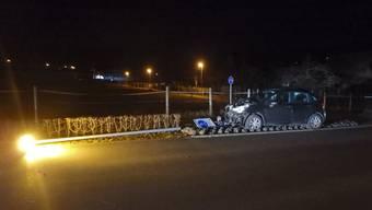 Junglenker rammt in Villnachern eine Strassenlampe