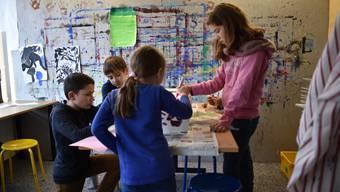 In der demokratischen Schule Fokus bestimmen die Schüler selbst, wie sie sich beschäftigen. Als Mitglieder der Schulversammlung nehmen sie auch Einfluss auf die Organisation und tragen Verantwortung. Nächstes Jahr zieht die Schule von Bottmingen nach Arlesheimzvg/Schule Fokus