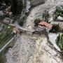 Diese Luftaufnahme zeigt die Schäden, die von schweren Regenfällen und Überschwemmungen verursacht wurden. Nach Unwettern und Überschwemmungen in der Region der südfranzösischen Metropole Nizza werden nach Medienberichten mindestens neun Menschen vermisst. Foto: Valery Hache/AFP/dpa