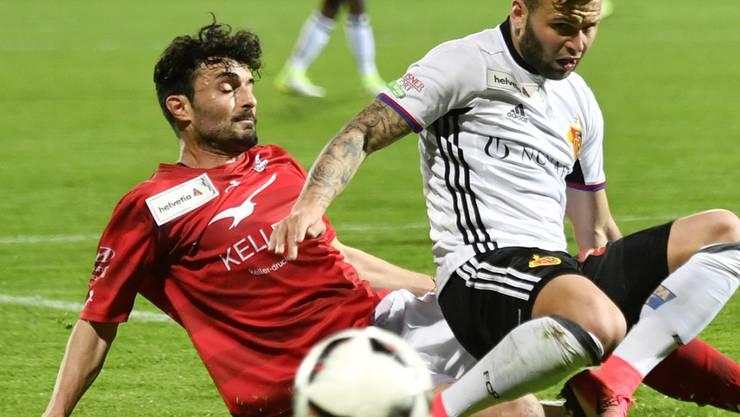 Der Winterthurer Torschütze Luca Radice (links), hier aus einem Spiel gegen Basel, gegen Renato Steffen