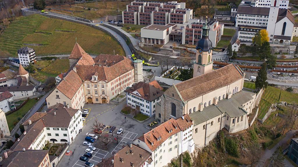 Die 22 Domherren des Bistums Chur versammelten sich am Montag auf dem bischöflichen Hof in Chur, um einen neuen Bischof zu wählen. (KEYSTONE/Eddy Risch) Geo-Information: Schweiz/Chur Quelle: