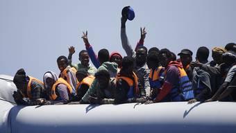Der Zahl von Flüchtlingen, die über das Mittelmeer nach Europa zu gelangen versuchen, nimmt nicht ab. Die Reformierten bitten nun Kirchengemeinden und -mitglieder um Hilfe. (Symbolbild)