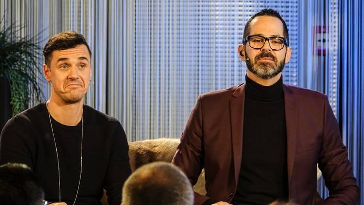 Vor dem Talk: Seven und Phil Dankner warten auf die Anweisungen der Regie.