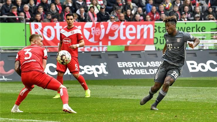Kingsley Coman (r.) hat mit seinem Doppelpack gegen Düsseldorf massgeblichen Anteil daran, dass die Bayern dank eines 4:1-Sieges Bundesliga-Leader bleiben.