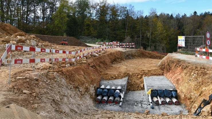 So etwas gab es in der Schweiz noch nicht: Am «Gäbihübel» auf dem Bözberg wird eine unterirdische 380-kV-Leitung gebaut.
