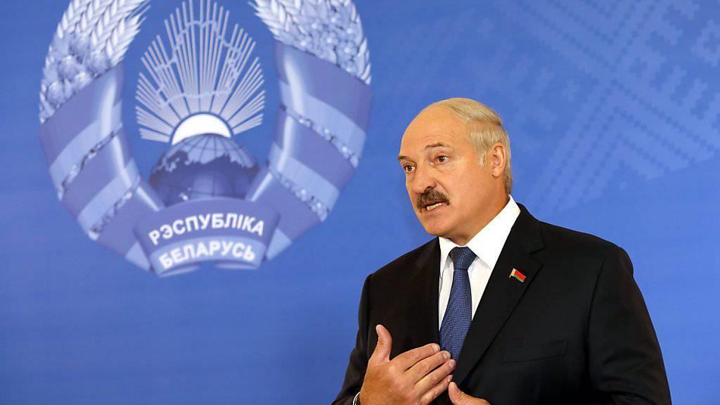 Teilweise einsichtig: Nach Protesten revidiert Präsident Lukaschenko die Steuer für Arbeitslose in Weissrussland. Abschaffen will er die Steuer aber nicht. (Archiv)
