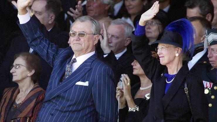 Die multiplen Lungenprobleme von Prinz Henrik von Dänemark (l) haben sich verschlechtert. Sein Sohn Frederik hat seinen Aufenthalt an den Olympischen Spielen abgebrochen und ist ans Krankenbett seines Vaters geeilt. (Archivbild)
