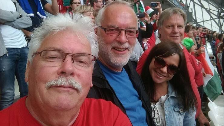 Gruppen-Selfie während des Spiels zwischen Island und Ungarn im Stadion Vélodrome in Marseille: Walter Mühle, Heinz Sansonnens sowie Rahel und Ueli Schenk (von links).