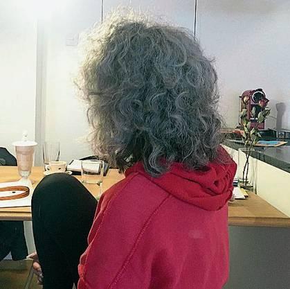 Sonja R. am Nachmittag vor ihrem Tod in ihrer Küche. Sie hofft, dass ihre Geschichte etwas bewirken wird.