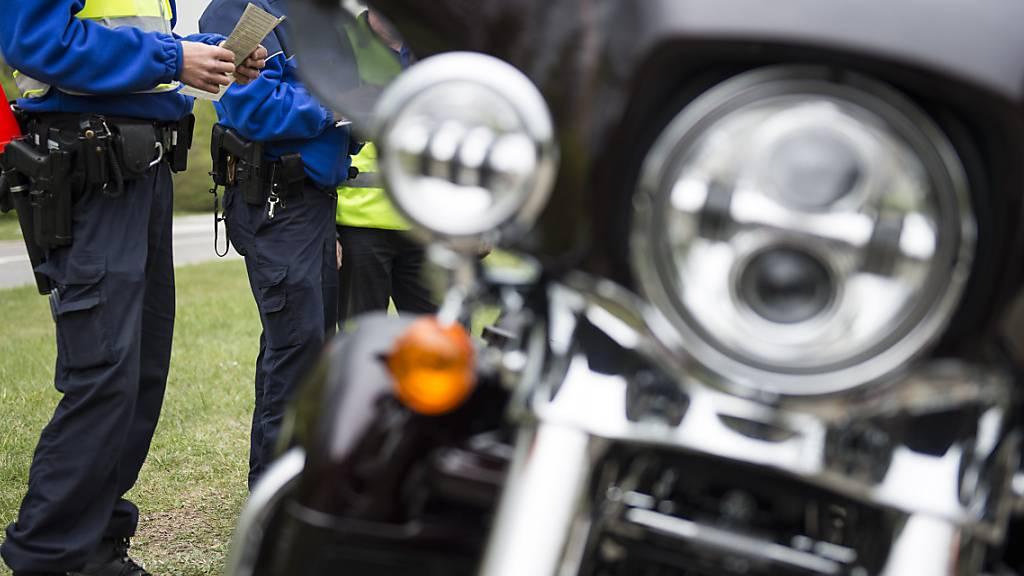 Riskantes Überholmanöver – Töff-Lernfahrer verletzt