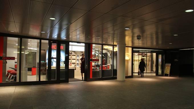 Am Donnerstagmorgen um 8 Uhr hat Coiffeur Gidor in der Bahnhofunterführung Brugg seine neu bezogene Filiale erstmals für Kunden geöffnet.