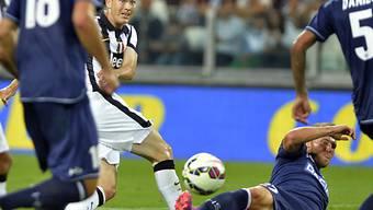 Silvan Widmer wirft sich in den Schuss von Juventus' Lichtsteiner