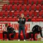 Urs Fischer im Fokus: Der Schweizer Coach kämpft mit Union Berlin um den Ligaerhalt und kann dabei nicht auf seine Fans zählen