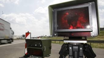 Der Autofahrer geriet in eine Radarfalle (Symbolbild)