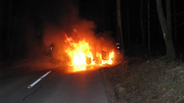 Das Auto ist vollständig ausgebrannt