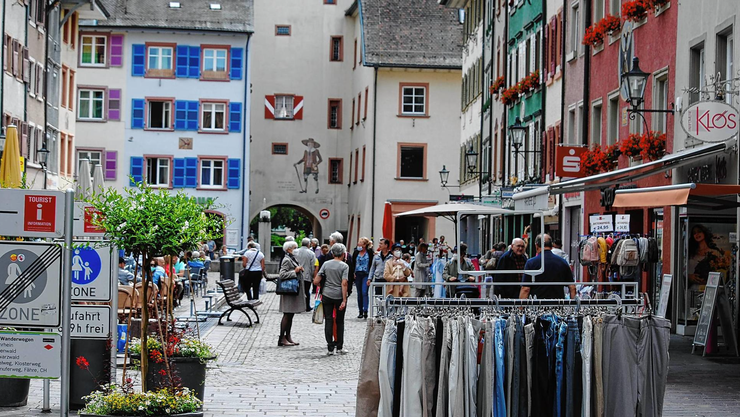 Nach der Grenzöffnung am Montag strömten viele Schweizer Besucher zum Bummeln und Einkaufen in die Waldshuter Fussgängerzone.
