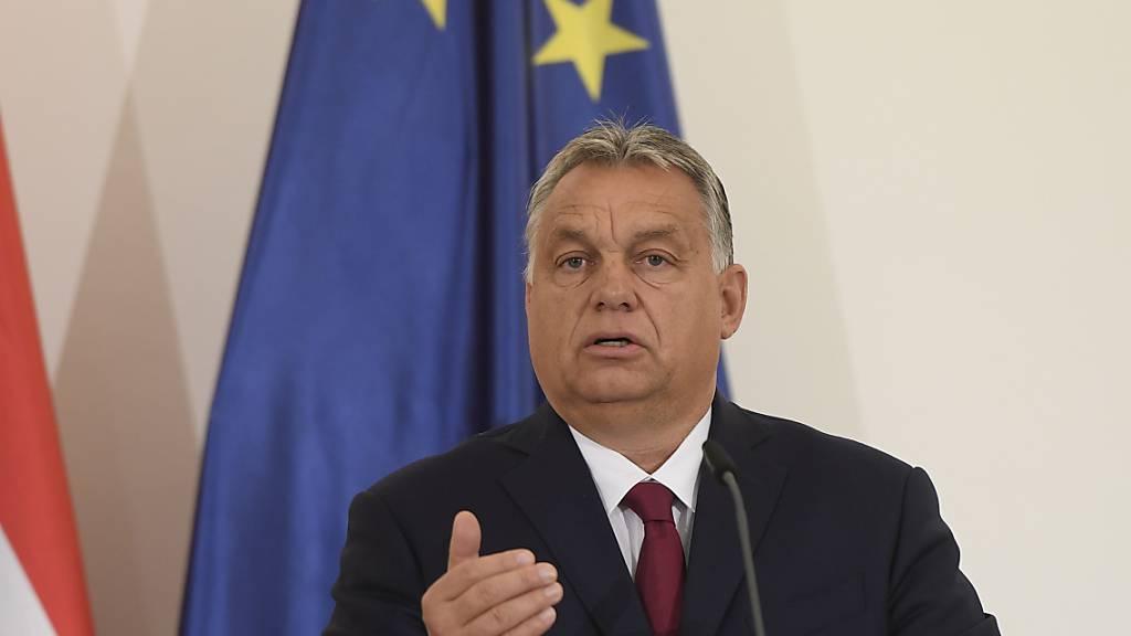 ARCHIV - Der ungarische Ministerpräsident Viktor Orban droht mit dem Austritt seiner Partei aus der EVP-Fraktion. Foto: Ondøej Deml/CTK/dpa