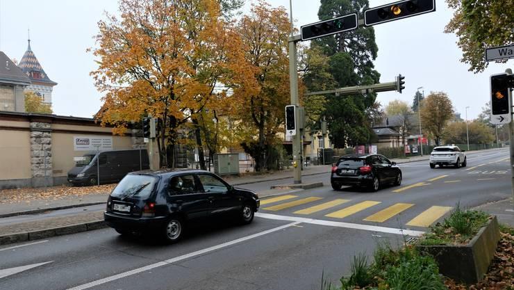 Hier auf der Bernstrasse in Schlieren auf Höhe der Gasometerstrasse fuhr der Mann mit 119 km/h in Fahrtrichtung Zürich.