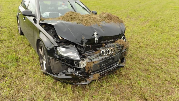 Personen, die Angaben zum Unfallhergang machen können, werden gebeten, sich mit der Kantonspolizei Zürich, in Verbindung zu setzen.