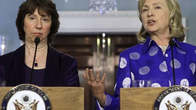 EU-Aussenbeauftragte Catherine Ashton und US-Aussenministerin Hillary Clinton rufen zur Wiederaufnahme der Friedensgespräche auf (Archiv)