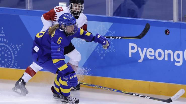 Die Schweizerinnen mit Phoebe Staenz siegten auch gegen Schweden und sicherten sich damit den Gruppensieg