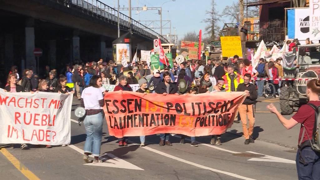 """""""Essen ist Politisch"""": 2000 Demonstranten ziehen vors Bundeshaus"""
