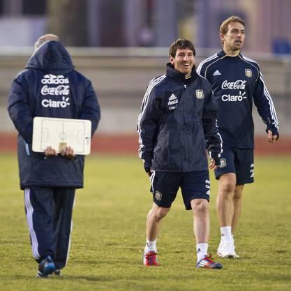 Fussballgott Messi hat auch beim Training in der Kälte Spass