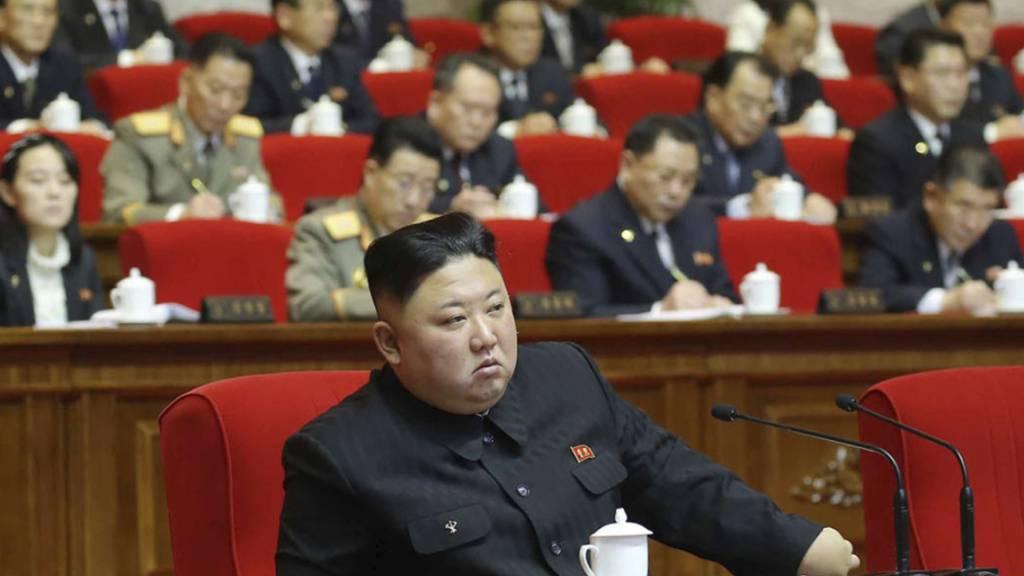 Das Foto der staatlichen nordkoreanischen Nachrichtenagentur KCNA zeigt Machthaber Kim Jong Un auf dem Kongress der Partei der Arbeit. Foto: Uncredited/KCNA via KNS/AP/dpa - ACHTUNG: Nur zur redaktionellen Verwendung und nur mit vollständiger Nennung des vorstehenden Credits