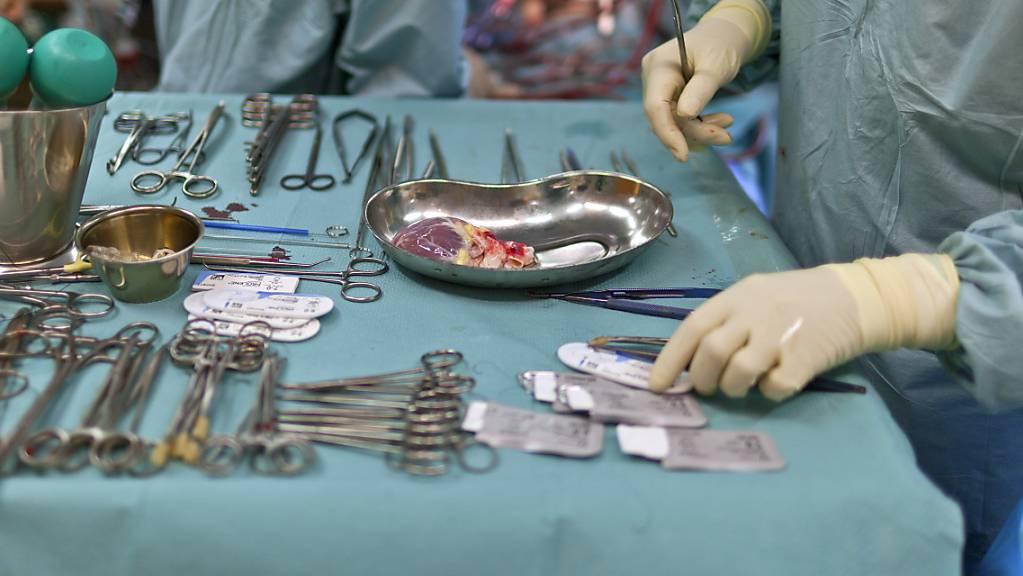 An der Operation in Lyon waren rund 20 Chirurgen, Anästhesisten und Schwestern beteiligt. (Symbolbild)