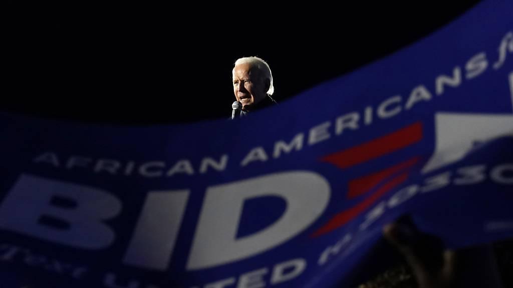 Joe Biden, Präsidentschaftskandidat der Demokraten, spricht auf einer Wahlkampfveranstaltung. Foto: Andrew Harnik/AP/dpa