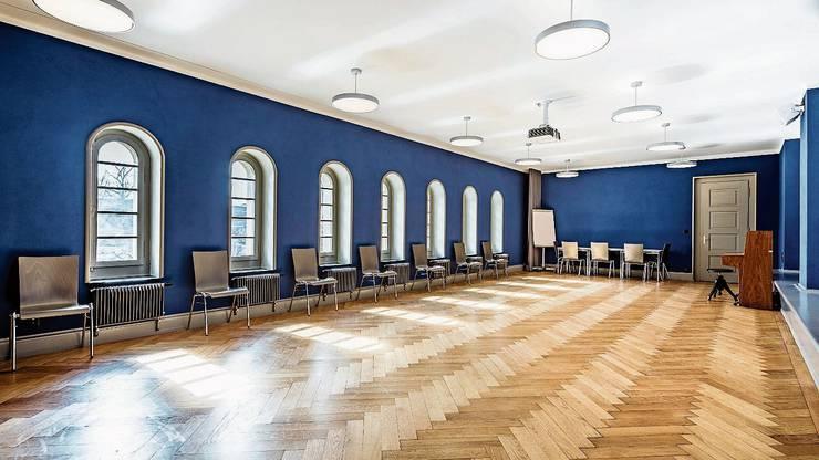 Dieser Mehrzwecksaal der Kirche wurde 2019 ins ursprüngliche Farbkonzept zurückversetzt.