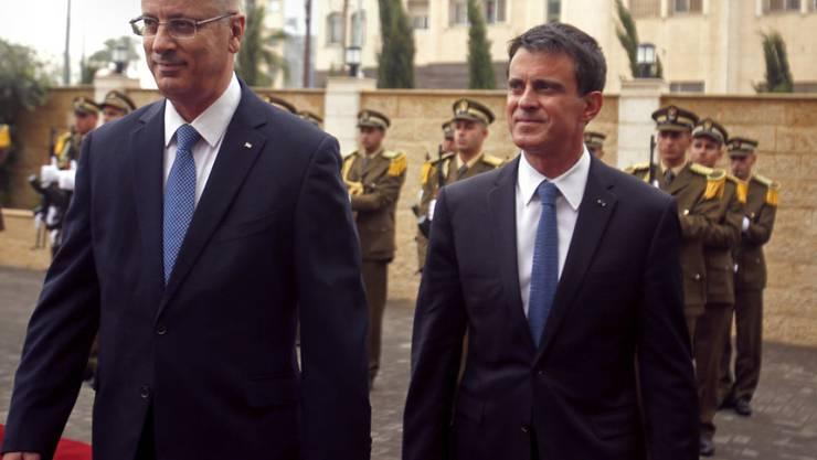 Manuel Valls (rechts) und Rami Hamdallah am Dienstag in Ramallah.
