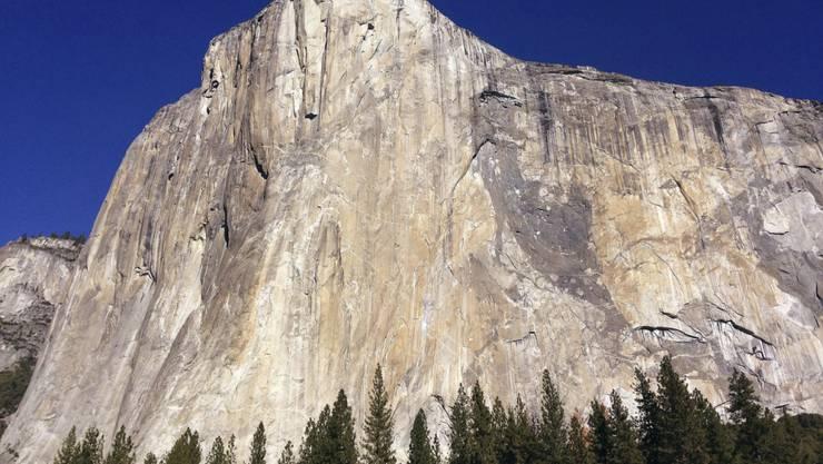 """In weniger als zwei Stunden haben zwei US-Amerikaner die Steilwand """"El Capitan"""" im kalifornischen Yosemite-Tal durchklettert und damit ihren eigenen Rekord gebrochen. (Archivbild)"""