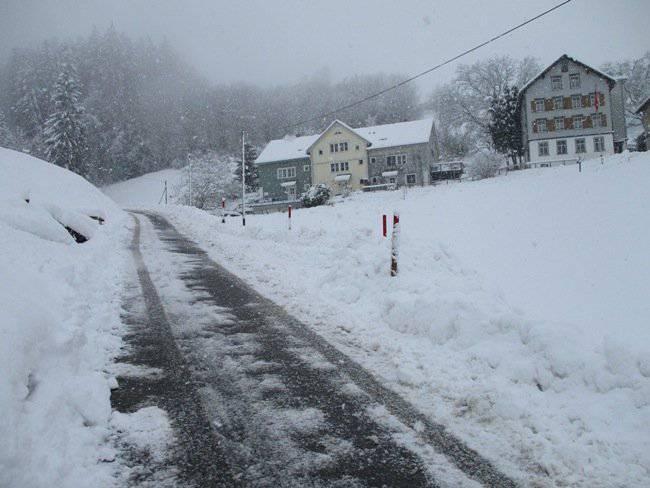 So sieht die Sonneblickstrasse im Winter aus. (Bild: Komitee «Anwohner Sonneblick»)