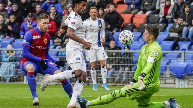 Das ist es passiert. Jeremy Dudziak lupft den Ball nach einer schönen Kombination an FCB-Torhüter Jonas Omlin vorbei ins Tor.