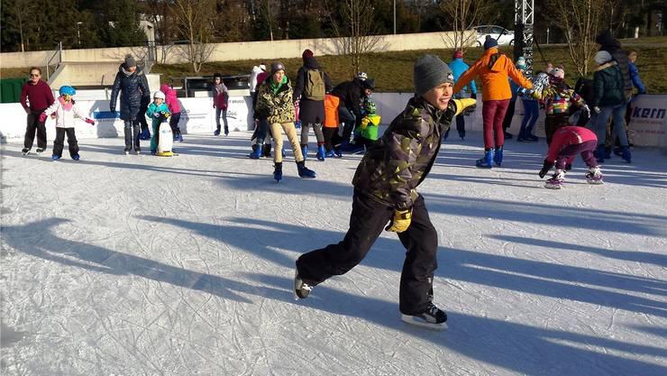 Auch in diesem Jahr zählte das temporäre Eisfeld «Campus IceDream» neben dem Campus der Fachhochschule Nordwestschweiz viele Besucher. Michael Hunziker