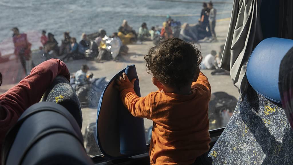 Hunderte Migranten erreichen innert eines Tages Griechenland