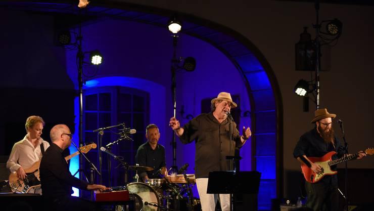 Endo Anaconda und sein neuer Stiller Has begeisterten das Publikum am Stimmen Festival.