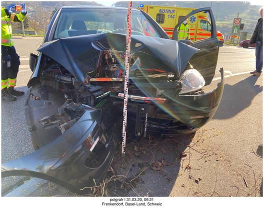 Füllinsdorf BL, 31. März: Personenwagenlenker verursacht Selbstunfall – niemand verletzt.