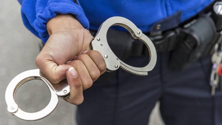 Handschellen Verhaftung (2)
