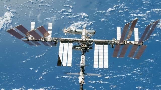 Die internationale Raumstation ISS muss immer öfter Weltraumschrott ausweichen (Bild NASA, Archiv)