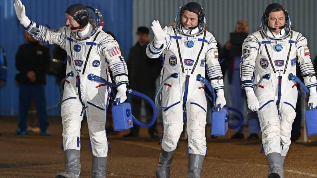 Die drei neuen Bewohner der Raumstation ISS vor ihrem Abflug vom Weltraumbahnhof Baikonur.